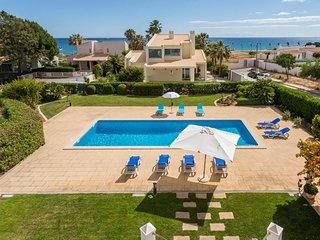 FIGUEIRAS Villa w/ private pool,sea views,games room,AC,free WiFi,150m to beach