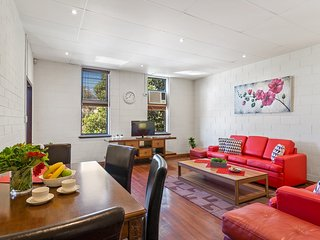 BEACH PORT APARTMENT -  Melbourne 2 Bdrms, Parking, Wifi, CBD 10 min