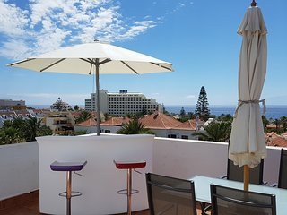Penthouse 'Chill out' front sea and Gomera island.