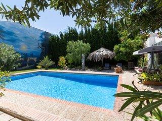 Preciosa casa con piscina, jardin y wifi