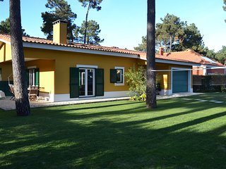 Aroeira Villa w/ swimming pool in Golf Resort