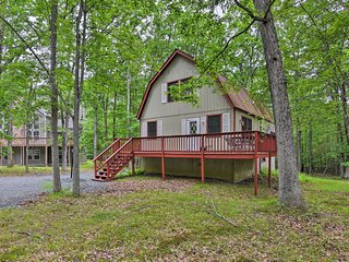 NEW! Rustic Poconos Home w/ Deck & Resort Access!