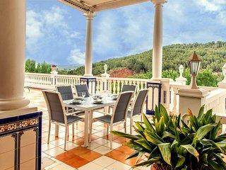 Casa con hermosas vistas, montana, agua y cielo