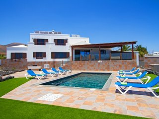 Wonderful 7 bedroom villa located in Macher Ref LVC302662