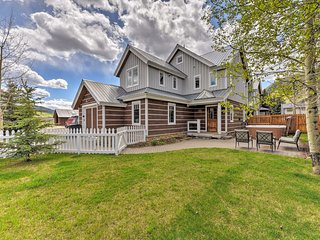 NEW! Crested Butte Townhome w/Hot Tub & Mtn Views!