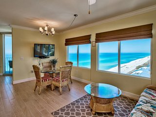 Wonderful View from corner unit. Luxurious Resort! Christmas break specials!