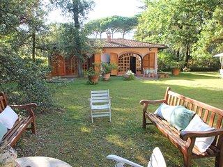 2 bedroom Villa in Marina dei Ronchi, Tuscany, Italy : ref 5586187
