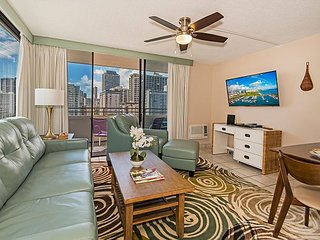 AMAZING Waikiki Skytower Condo - Close Walk to Everything!