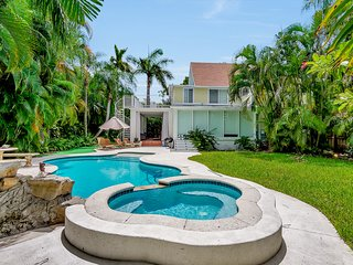 Historic LANDMARK Pool+Jacuzzi Home by Beach!