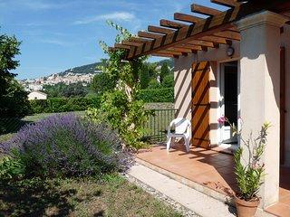 Côte d'Azur. Grasse. Coquette villa de plain pied