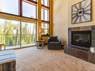 NEW LISTING! Expansive upscale alpine home w/master soaking tub, tree-line views
