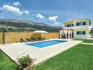 3 bedroom Villa in Sumpetar, Splitsko-Dalmatinska Županija, Croatia : ref 558201