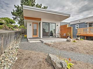 NEW! Modern Seattle Cottage Near Lake Washington!