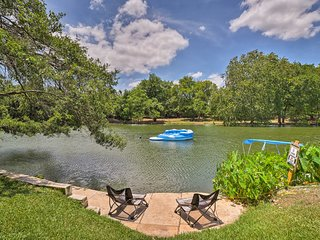 Spacious Lakefront Round Rock House w/ Water Toys!