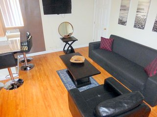 Melrose Hill Hollywood Home W/ Amazon Firestick (Netflix)