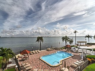Tropical Paradise! St. Pete condo w/ balcony & pool access!