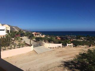 De la Vista - Comfy casita with amazing views, 5 minute stroll to the beach