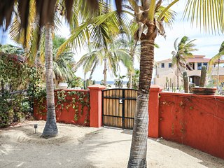 Amigos - Beautiful private home, steps from the beach and close to town