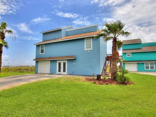 Coastal Casa - 5 bedrm home in Lost Colony, boardwalk to beach, community pool