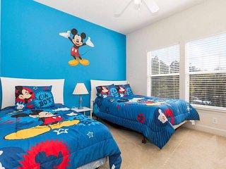 Awesome Lucaya Village 5 min. Disney 4 Bed/3 Bath