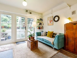 Cosy and Vintage Flat w/Garden in Archway