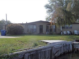 Portage Lake Cottage with Boat Dock