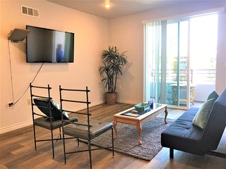 2 Bed/2 Bath Huge Unit w/ Balcony & Futon (S20)