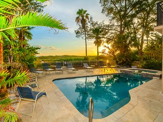 Treasure Island Villa  - Beachfront with a pool!