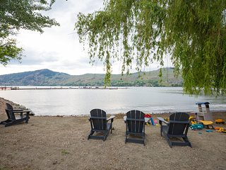 UNBELIEVABLE OKANAGAN LAKESIDE CONDO!