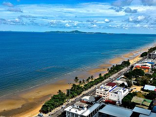 Large Studio Jomtien Beach, 100 m beach, swim pool