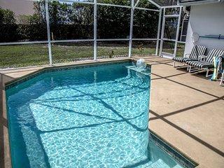 Florida Sunrise - South Facing Pool, WiFi, Clean and Bright Home-Disney/Orlando