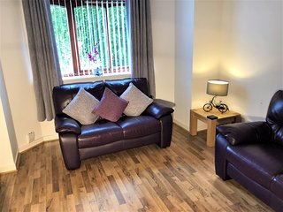 Modern Apartment Central Location - Stock Ave Paisley near the RAH