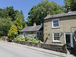 MABEL COTTAGE, open fire, WiFi, garden, parking, in Osmotherley, Ref 950790