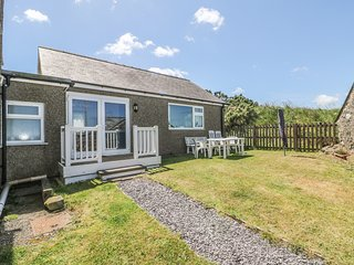 MUR CWPWL COTTAGE, ground floor with view, near Abersoch