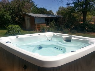 Private Hot Tub! Cowboy Home near 14 Parks and Monuments