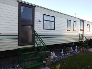 CARAVAN TENBY AREA 4 miles from Tenby