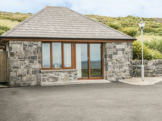 CONNOLES COTTAGE, all ground floor, open plan, countryside views, in Fanore