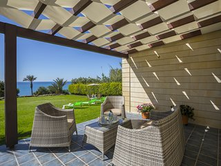 LAMAZ Maroni Beachfront Villa
