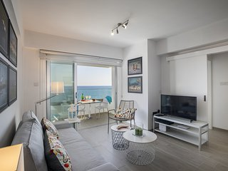 LAMA606 Mackenzie Zoe Seafront Suite