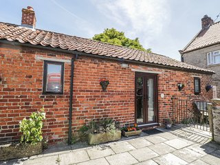 CHESTNUT COTTAGE, ground floor barn conversion, near Kirkbymoorside