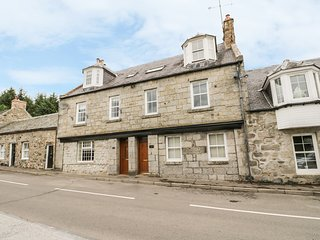 POST OFFICE HOUSE, woodburner, open plan, pet-friendly, in Kirkmichael, Ref