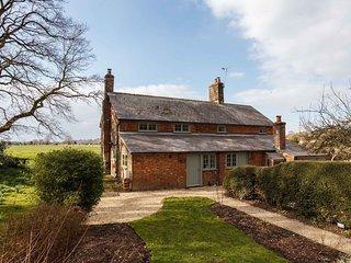 Plum Cottage - 18th Century cottage on the edge of Wimborne