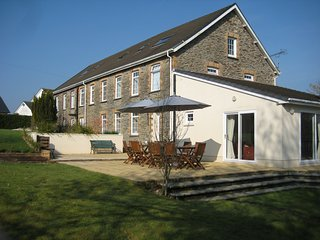 5 Star Luxury Group Accommodation in Llanpumsaint, Carmarthen, sleeps up to 15.