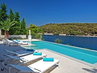 Villa Dolce Vita Selca – High end pool villa with private beach, Brac island