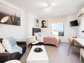 Executive 806 Hotel Studio - Perth CBD perfect location sleeps 2 - renovated