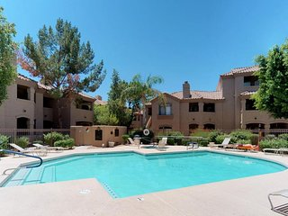 NEW LISTING! Resort-style condo w/shared pools, hot tubs & gym-near golf, dining