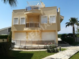 Triplex Villa by the Sea 8 pax Luxury Rental