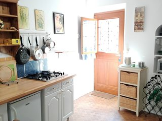 Numéro Dix-Sept - Quaint Townhouse Holiday Rental - Confolens