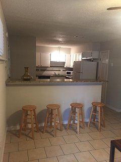 B3 - 2 bedroom, 1 bath. 13 minutes from bourbon, 10 from airport