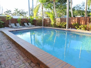 1405 Las Brisas 5/3 for 12 Guests Heated Pool 1 Mi